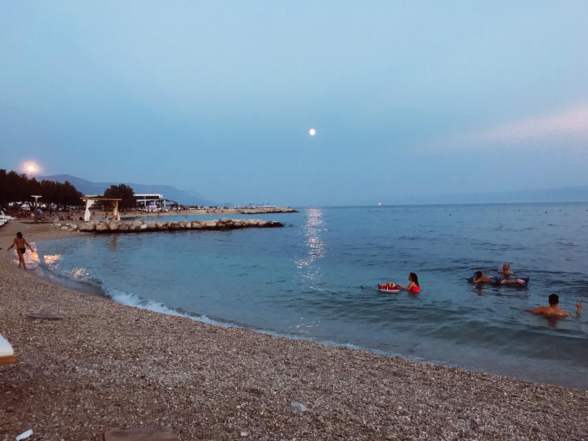 Zjnan Beach